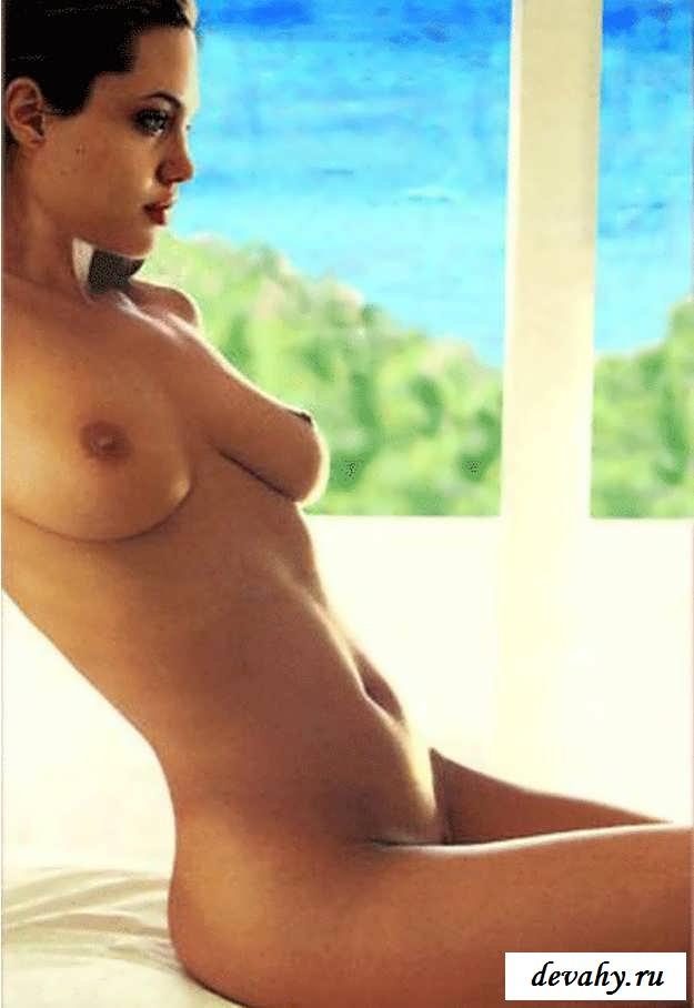 Голая актриса Angelina Jolie