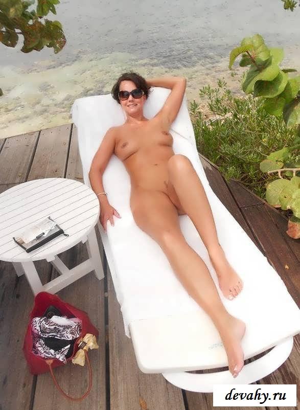 Ухоженные тела голых зрелых прошмандовок (15 эротичекских картинок)