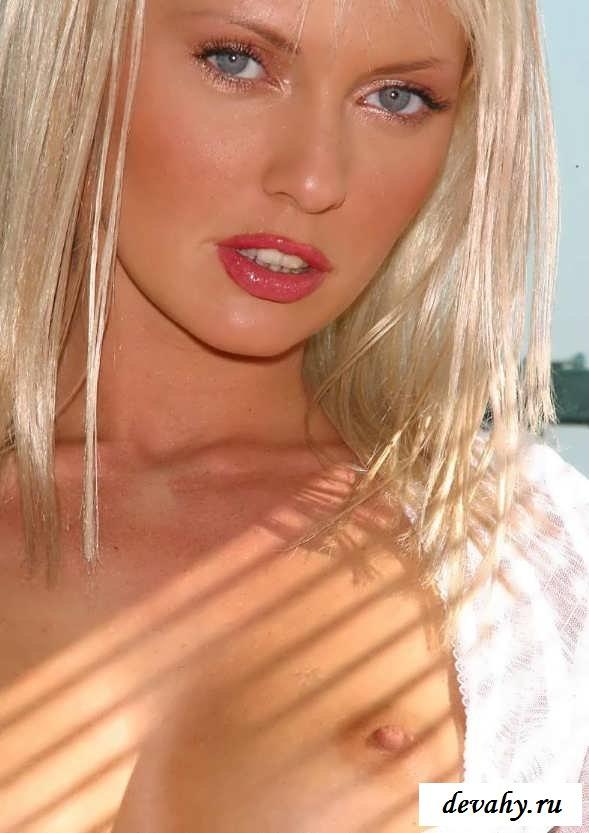 Эротика красивой блондинки в трусиках (эротика)