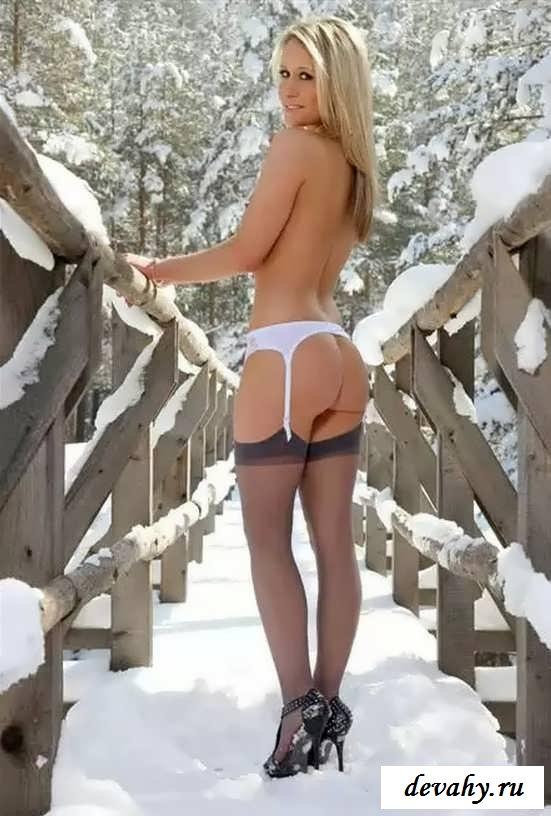Снегурочка на морозе с голой писей  (16 фото эротики) смотреть эротику