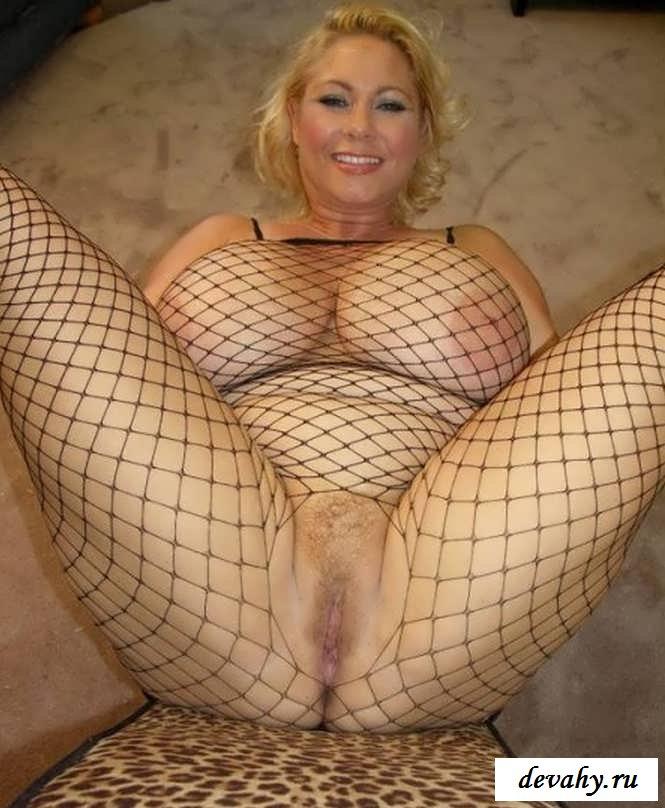 Здоровенное вымя взрослой мамаши  (15 эротических снимков)