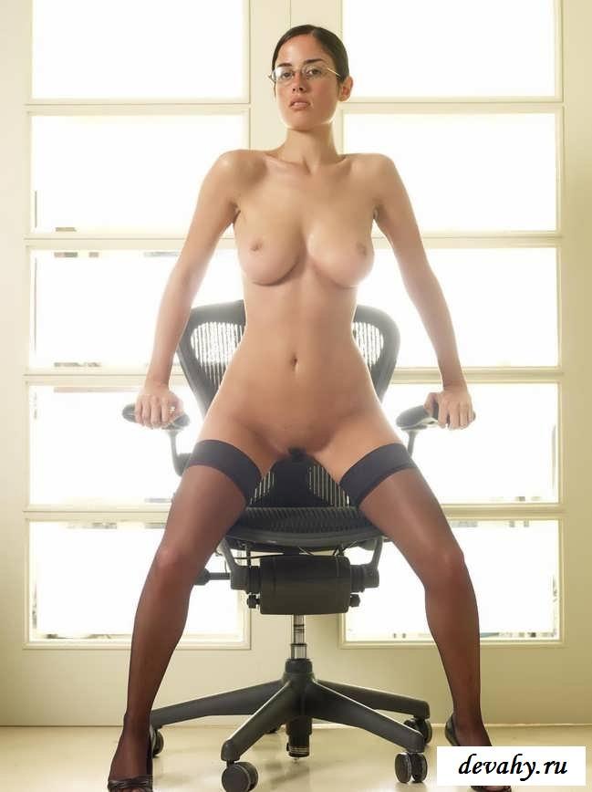 Здоровые цицьки  проститутки на работе (Пятнадцать эро фото)