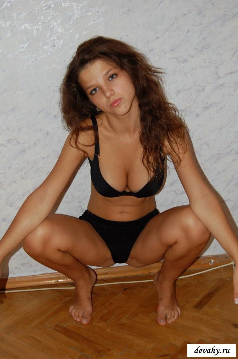 Симпатичная Юлия Исаева из в квартире 2