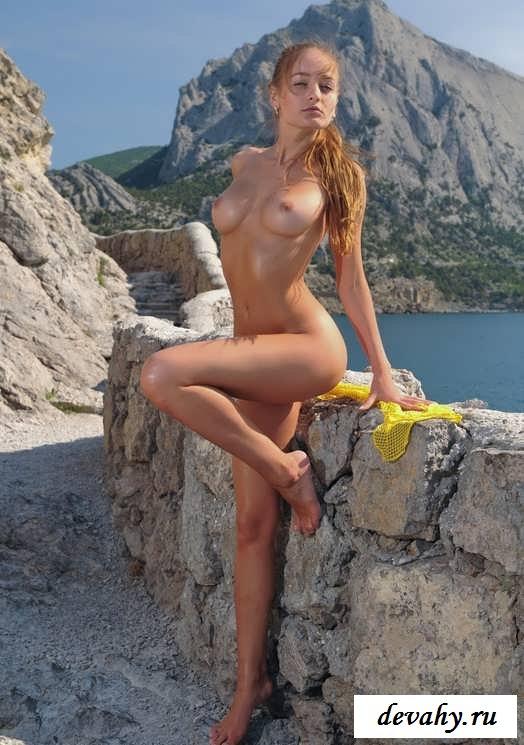 Обнаженное тело на голых скалах (15 эротичекских картинок)