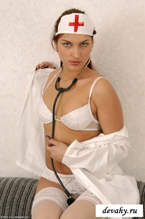 Медсестра лечит своим телом друга секс фото