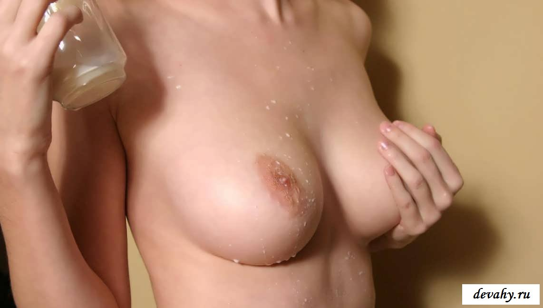 Молоко на набухших сосках девки ( 14 эротики)