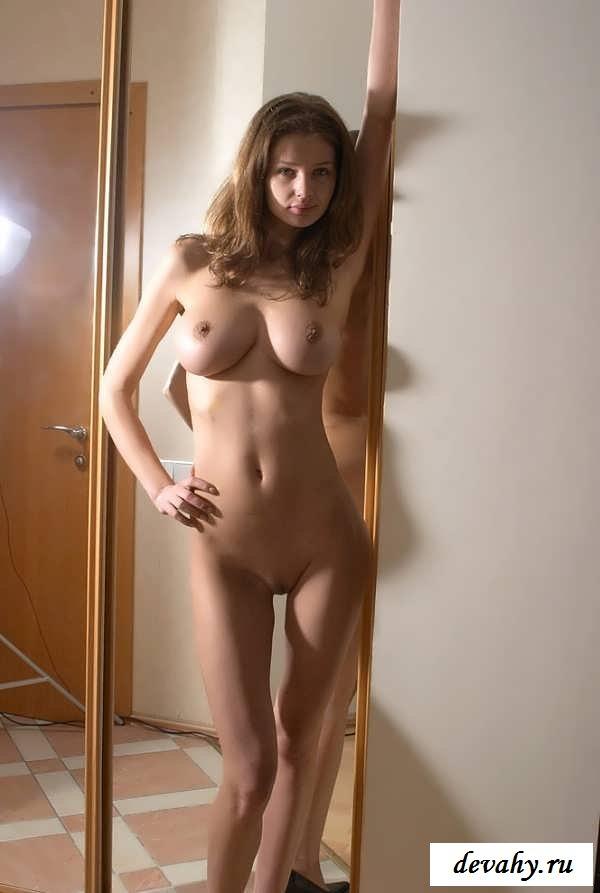 Красивые голые девчонки дома