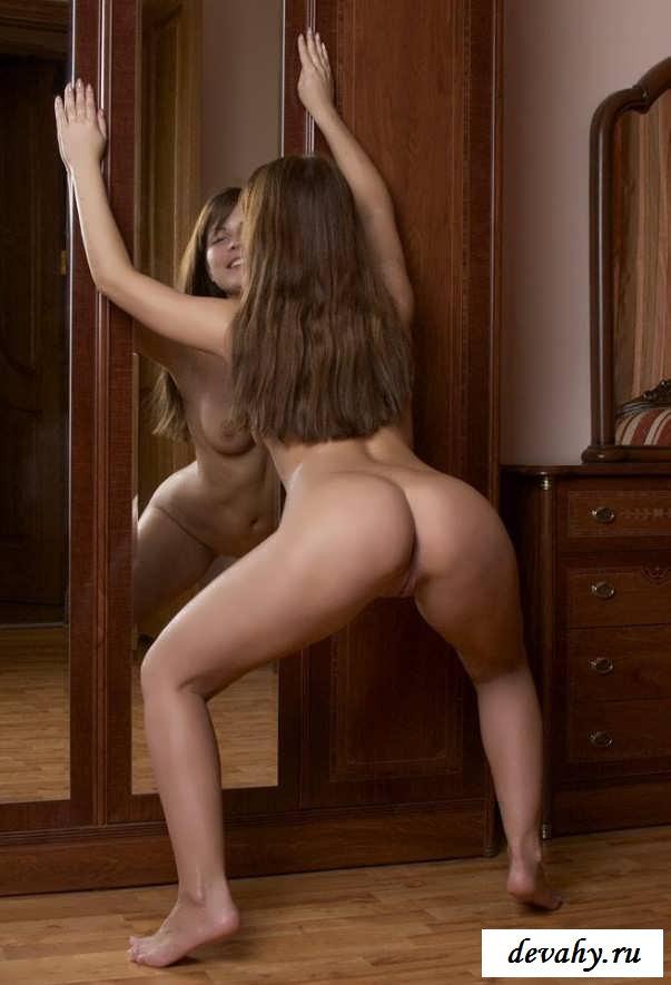 Юное тело 19-летней стройняшки  (15 эротических снимков) смотреть эротику