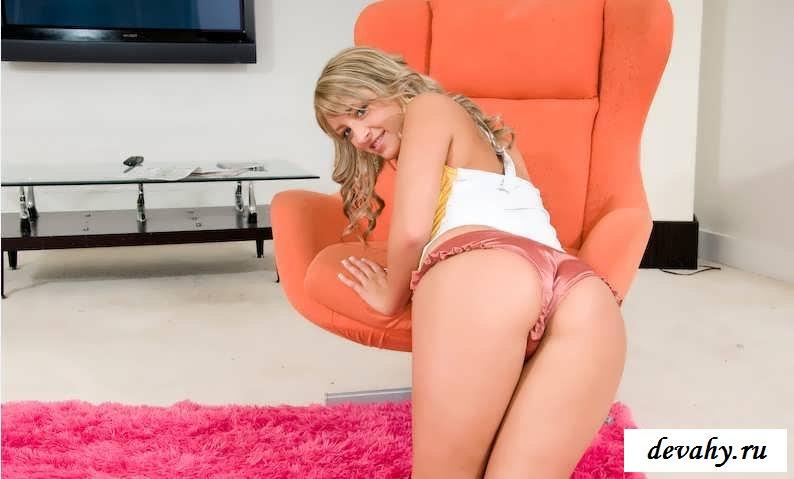 Улыбающаяся манда подгулявшей блондинки (16 фото эротики)