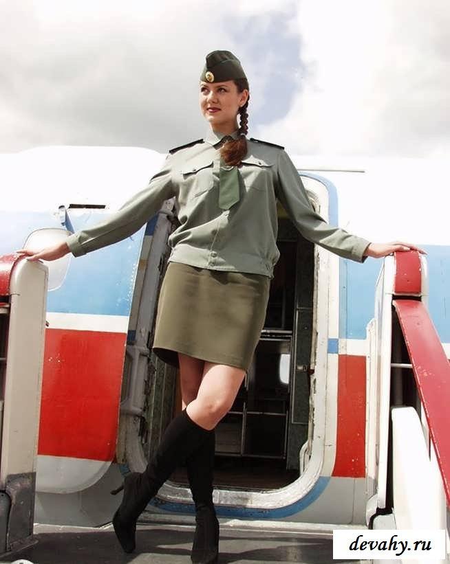 Сексапильный стриптиз барышни в самолете  (19 эро картинки)