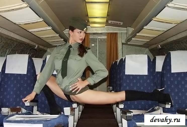 Сексапильный стриптиз шлюшки в самолете  (19 эро картинки)