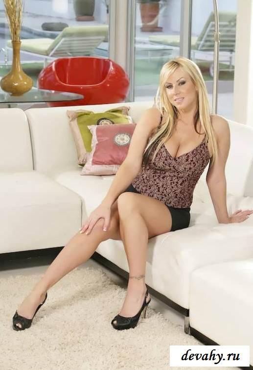 Красота тела блондинки средних лет (16 пошлых изображений)