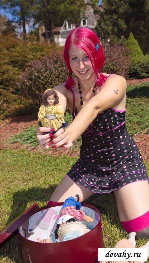 Клоунские чулочки безумной девки (15 эротических снимков) смотреть эротику