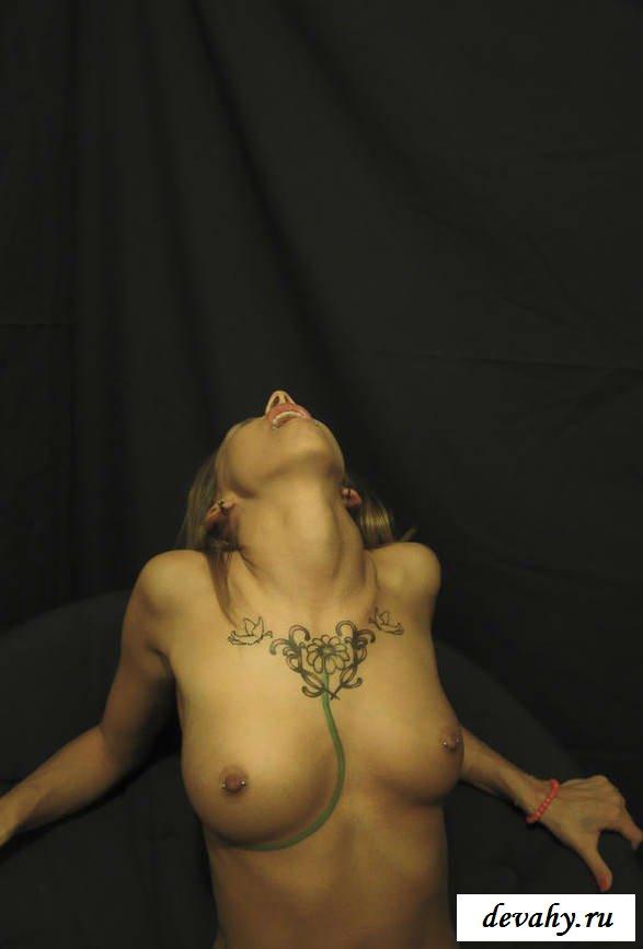 Голое тело молодой шлюшки (15 фото эротики) смотреть эротику