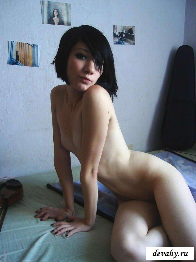Бледное тело Молоденькой девки (15 эротичекских картинок) секс фото