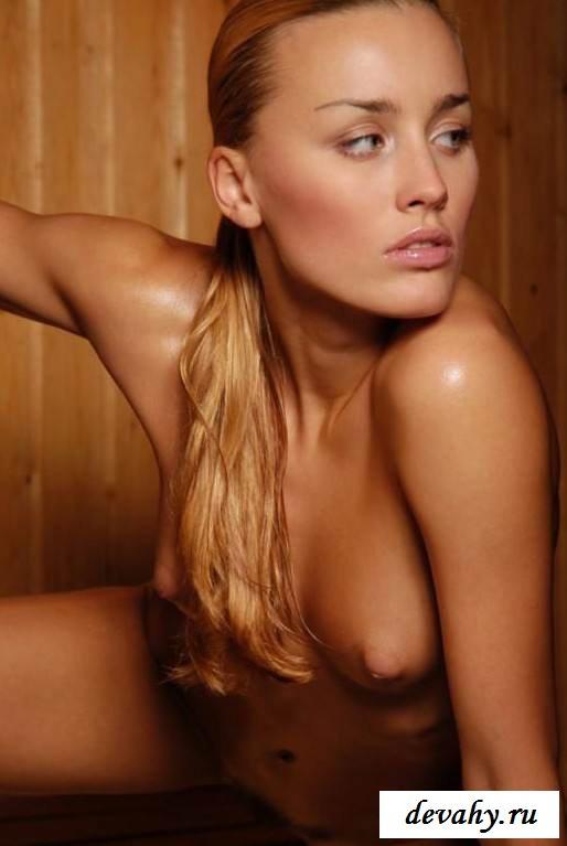 Сексуальная грудь бляди в парилке (15 эротических снимков)