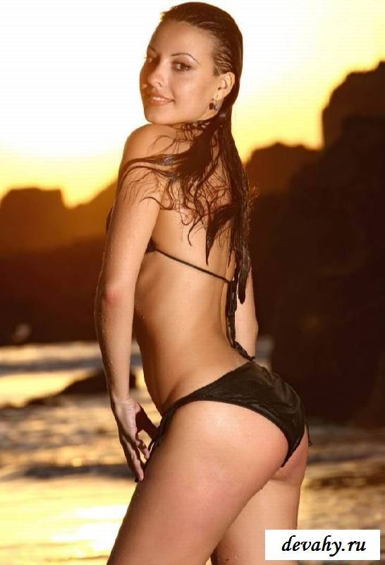 Упругий анал обнаженной сучки на пляже (эротика) секс фото