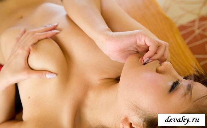 Клубничка потаскушки с красивым торсом (эротика) секс фото
