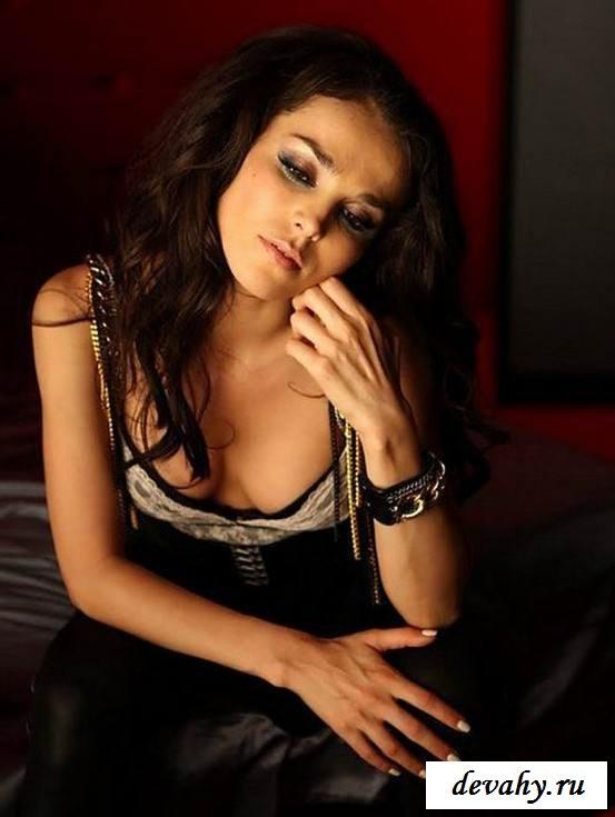 Секс фото с Сати Казановой (15 эро фоток)