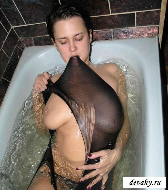 Здоровые сисяндры голой суки в ванной (15 фото эротики)
