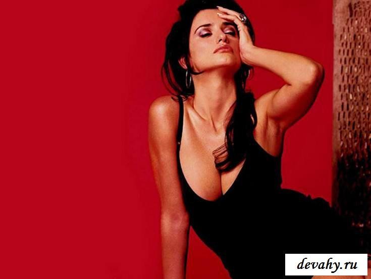 Классные дойки  раздетой Пенелопы Круз  (эротика) секс фото