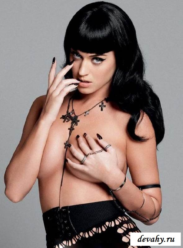 Обнаженная грудь певицы Katy Perry (клубничка)