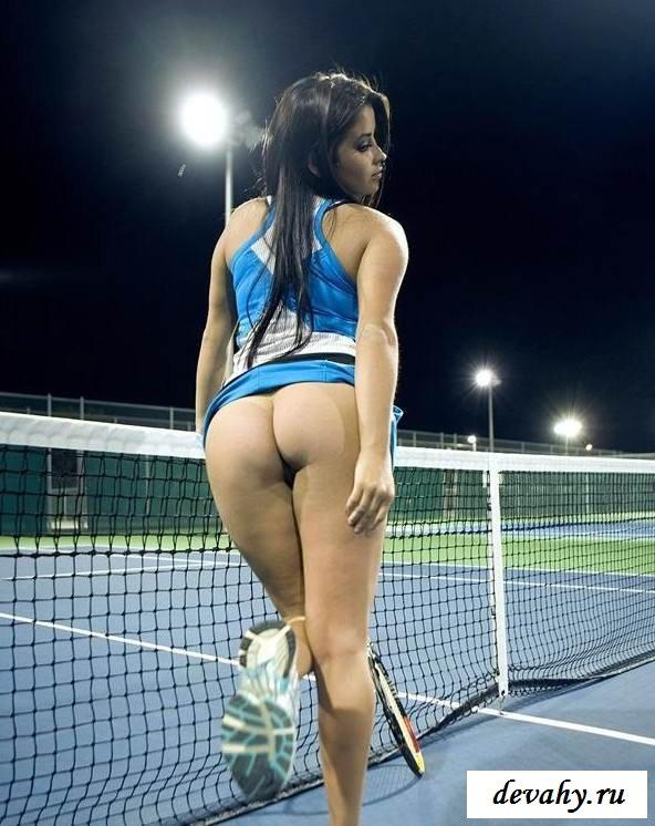 Голая киска  теннисистки на корте  (15 фото эротики)