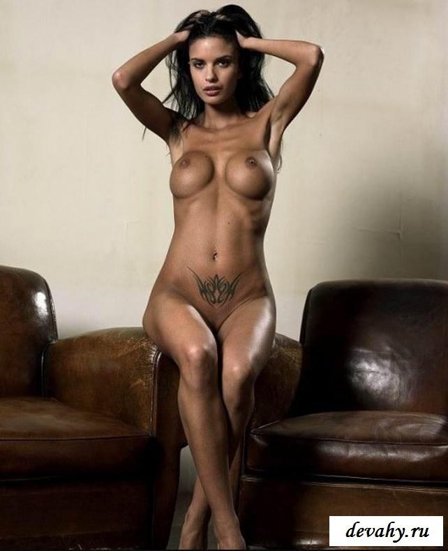 Милые сиси голенькой чиксы (порнуха) секс фото