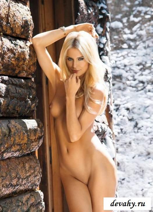 Обнаженная ведьмочка зимой на снегу (Пятнадцать эро фото) секс фото