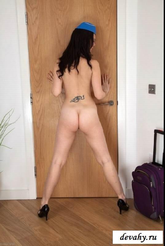 Пушистая мандень раздетой барышни секс фото