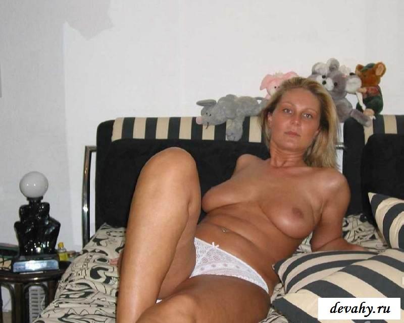 Шикарную грудь обнаженной бабенции (15 эротичекских картинок) смотреть эротику