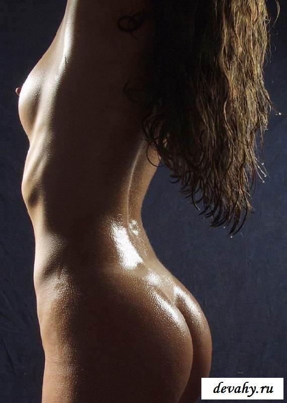 Обнаженная деваха с нежной задницей (15 фото эротики)