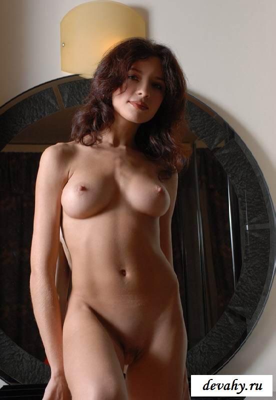 Привлекательная грудь раздетой няшки (16 интим фото)