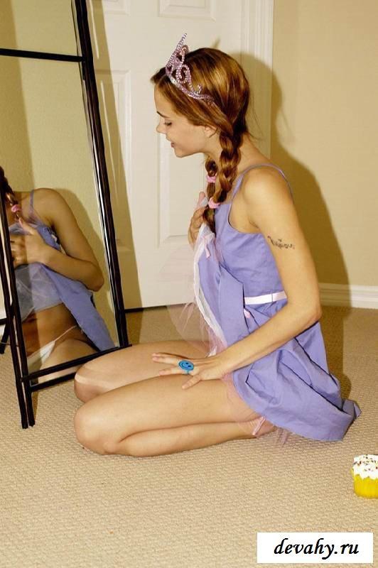 Бритый вареник обнаженной девахи  (16 картинок в галерее) секс фото