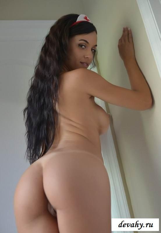 Бритая пиздушка раздетой Janessa Brazil (15 фото эротики)