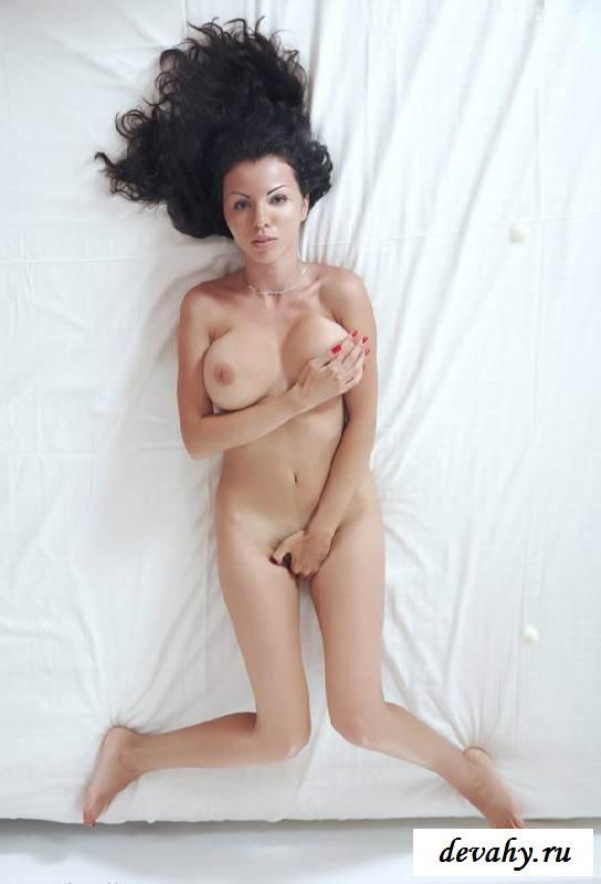 Черная промежность голой женщины (15 фото эротики)
