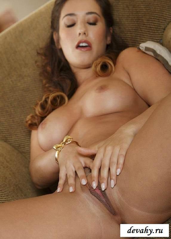 Подтянутая жопа голенькой учительницы (15 эротичекских картинок) секс фото