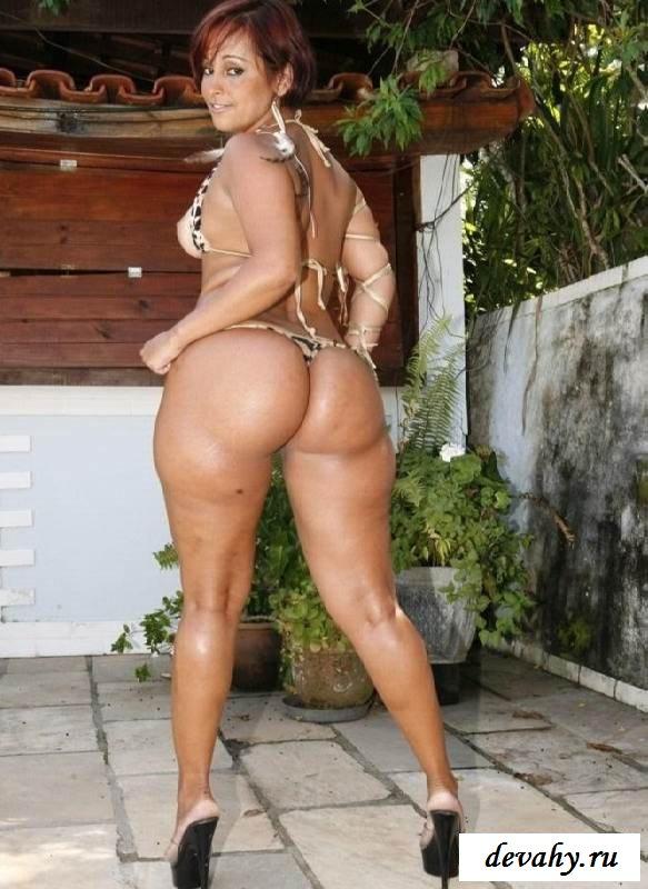 Пухлая задница раздетой Darlene Amaro (эротика)