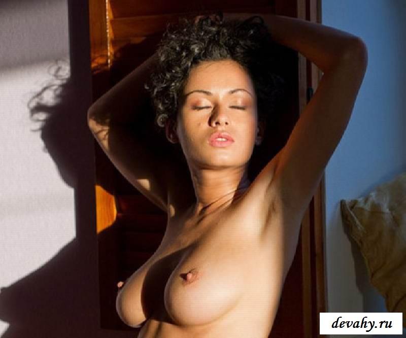 Аккуратная дырень  эротической манекенщицы (15 эротических снимков)