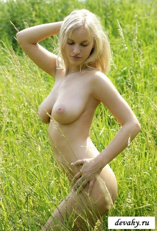 Большие сиськи шикарной бабы (15 эро фоток)