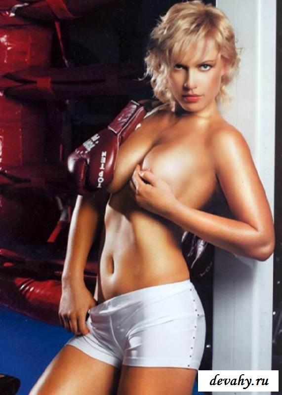 Раздетая Наталья Рогозина в ринге (15 эротических снимков)