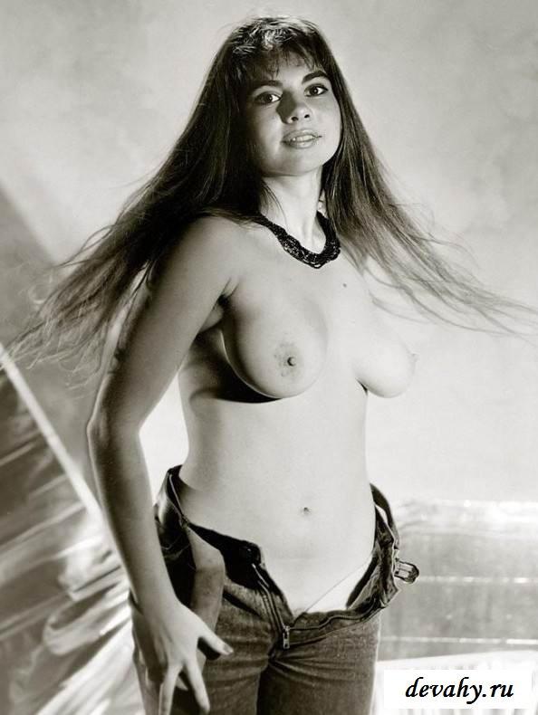 Развитые сиси голой русалки (порнография)