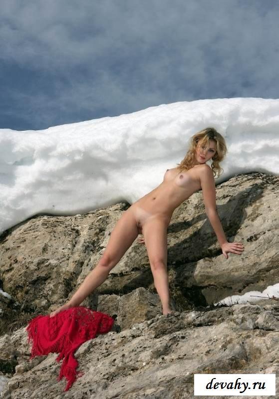 Холодная задница обнаженной дурочки (16 фото эротики)