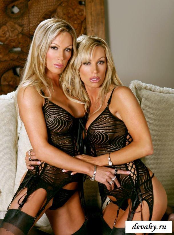 Белобрысые близняшки с крутыми дойками секс фото