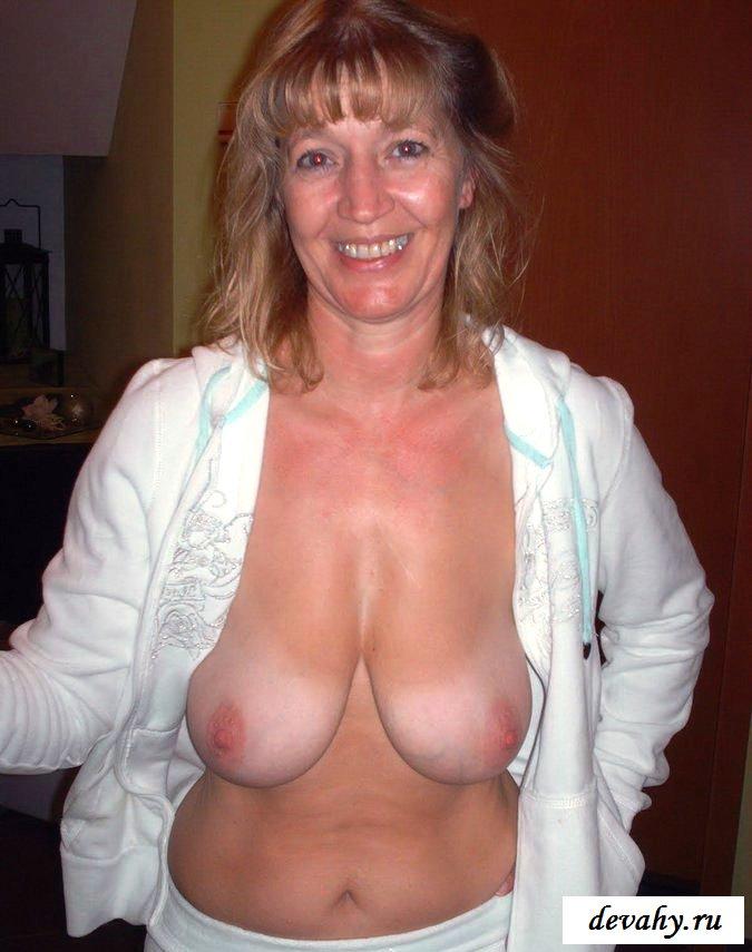 Обвисшие груди у возбужденной старухи секс фото
