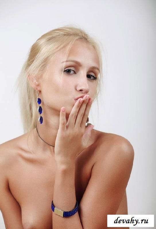 Классная пися раздетой девочки  (16 пошлых изображений)