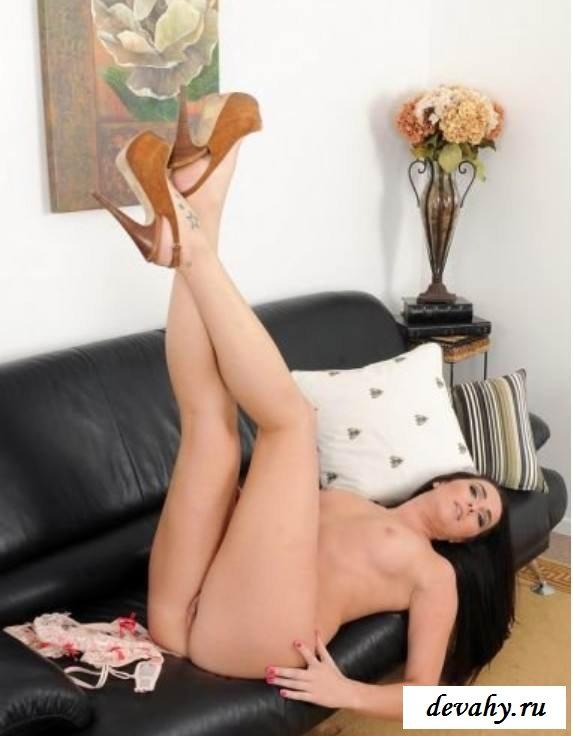 Стройная фигура раздетой Bianca Breeze  (эротика)