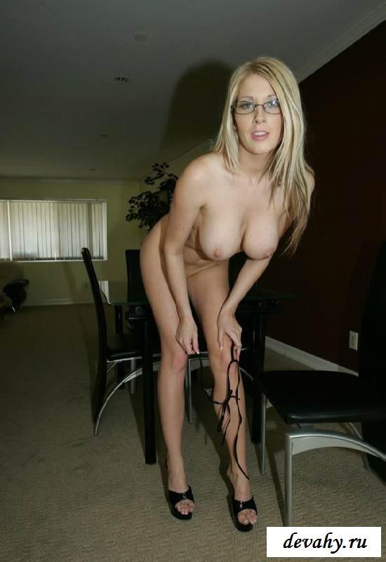 Обнаженная мамы с аппетитными выпуклостями   (16 фото эротики) секс фото
