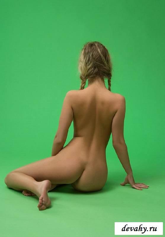 Голая вагина энергичной девки в студии (эротика) смотреть эротику