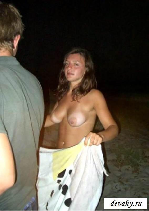Подсмотрим за загорелыми скрытая камера на пляже (15 эротичекских картинок) смотреть эротику